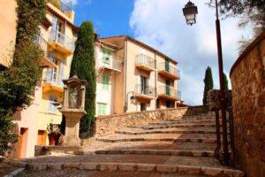 Cannes la ruelle du Suquet