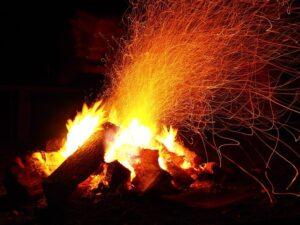 aventure : autour d'un feu