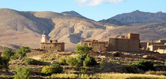 village de la vallée des roses au Maroc