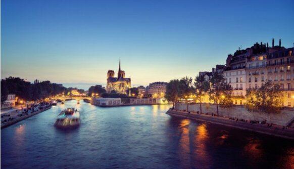 Croisière romantique sur la Seine de nuit