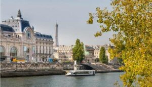 Visitez Paris d'une façon unique grâce à un dîner croisière