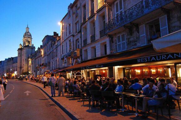 vieille ville la rochelle le soir