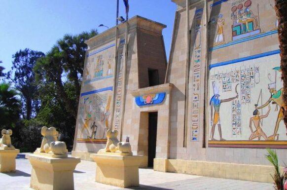 village pharaonique du Caire