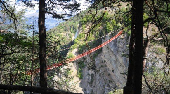 saut à l'élastique Niouc Bridge en Suisse