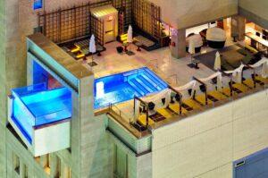 La vertigineuse piscine du Joule Hôtel, Dallas