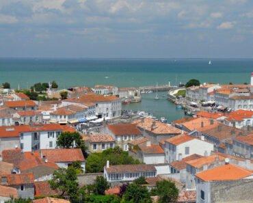 village prendre sa chambre d'hôtes à l'Ile-de-Ré